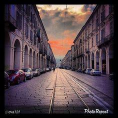 #Torino raccontata dai cittadini per #InTO Foto di @eva12f #turin #torino #viapo #stamattina #monday #goodmorning #instaturin #instagood #instamood #sky #clouds #street #city . Prospettiva Po