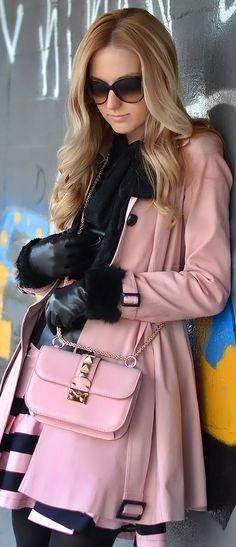 Oh My Vogue: my wardrobe Vogue, Simple Winter Outfits, Pink Fashion, Womens Fashion, Fashion Black, Ladies Fashion, Mode Rose, Look Chic, Autumn Winter Fashion