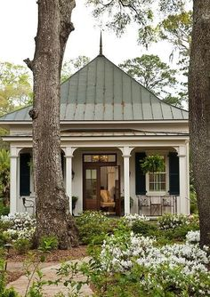 Remodel garage to look like an attached guest house. + Cottage with attached guest house remodel style homeline architecture savannah cottage architecture