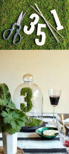 Enumera con musgo tus mesas de boda / http://quierounabodaperfecta.com