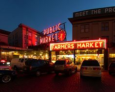 Pike Place Market will never grow old for me. I love walking through all the fresh fruit, cut flowers, and thrown fish.