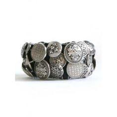 Stoere zilverkleurige armband met studs