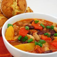 Quick, healthy, and satisfying three bean vegetarian chili. Chili does not need to have meat to be filling and satisfying on a chilly fall day, in fact, you won't even miss the meat! Vegan Chili, Vegetarian Chili, Best Vegetarian Recipes, Healthy Recipes, Soup Recipes, Cooking Recipes, Three Beans, Chili Soup, Veggie Soup