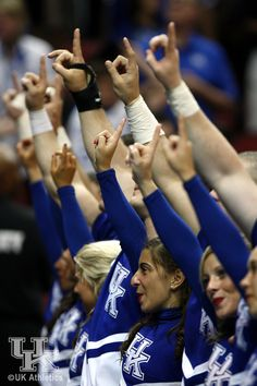 We will sing ONE SONG for my old Kentucky home...for my old Kentucky home far away Kentucky Sports, Kentucky College Basketball, Wildcats Basketball, Kentucky Wildcats, Basketball Rules, University Of Ky, Go Big Blue, My Old Kentucky Home, Nba Players