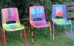 Gepimpte stoelen, gemaakt door de jongens en meiden van tienergroep Cooldown, (SKA-bso Lange Jan)