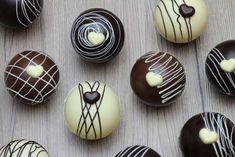 Hot Chocolate Gifts, Christmas Hot Chocolate, Chocolate Bomb, Chocolate Powder, Hot Chocolate Bars, Hot Chocolate Recipes, Chocolate Hearts, Christmas Desserts, Christmas Baking