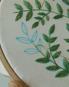 Hand Embroidery Patterns Flowers, Hand Embroidery Videos, Hand Embroidery Stitches, Embroidery Hoop Art, Hand Embroidery Designs, Do It Yourself Upcycling, Easy Stitch, Cross Stitching, Creations