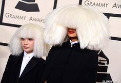 La entrega de los Grammy, la fiesta más estrafalaria de la temporada de las premiaciones sirvió para que los artistas luciesen los atuendos más coloridos y elaborados de la Alta Costura. (Foto AP)