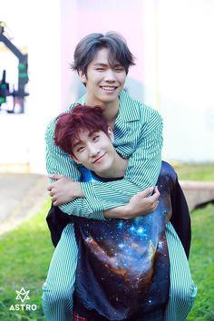 Rocky & JinJin | Astro