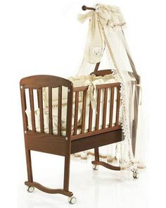 Bambolina с ящиком Love орех  — 11835р. ------------------------ Колыбель с ящиком Love орех Bambolina - стильная и практичная модель с колесиками. Выполнена из массива бука. Для детей от рождения до 6-12 месяцев.
