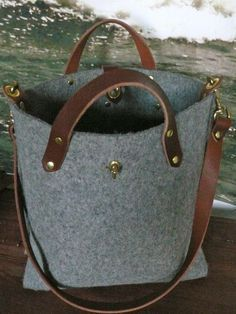 Such an equestrian feel to this bag.love it! Diese und we.- Such an equestrian feel to this bag…love it! Diese und weitere Taschen auf ww… Such an equestrian feel to this bag…love it! Diese und weitere Taschen auf www. Handmade Bags, Beautiful Bags, My Bags, Purses And Handbags, Fashion Bags, Bag Accessories, Tote Bag, Backpack Purse, Leather