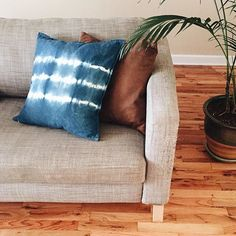 Finally got around to making these indigo Shibori pillows that have been on my to do list for months! I'm not sure that they go with our living room decor though, as they were originally intended so for now they've been living in the dining room on our uncomfortable IKEA dining chairs. Anyway, the DIY for these is up on the blog today, check it out! (Link in profile)