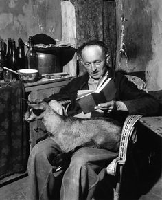 Reading with a goat friend. December 4, 1945 in France © Robert Doisneau / Rapho