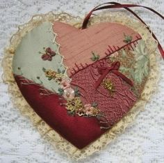 Patchwork patterns simple sewing projects New ideas Embroidery Hearts, Ribbon Embroidery, Embroidery Stitches, Embroidery Patterns, Wedding Embroidery, Patchwork Heart, Patchwork Patterns, Quilt Patterns, Patchwork Ideas