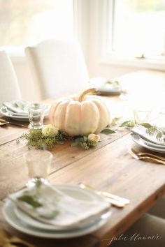 37 Easy Thanksgiving Centerpieces for Your Holiday Table - DIY Thanksgiving Table Decoration Ideas Everyday Centerpiece, Rustic Fall Centerpieces, Simple Table Decorations, Edible Centerpieces, Pumpkin Centerpieces, Centerpiece Ideas, Holiday Decorations, Wedding Centerpieces, Fall Table Settings