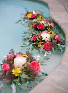 New wedding backyard decorations floral arrangements Ideas Floating Pool Decorations, Pool Wedding Decorations, Flower Decorations, Backyard Decorations, Pool Candles, Floating Candles, Flower Bouquet Wedding, Floral Wedding, Diy Wedding
