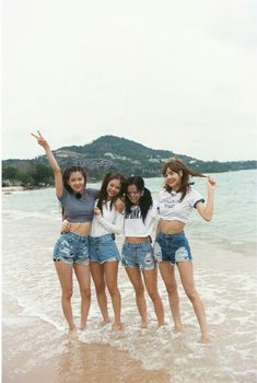 Lisa looks huge compared to them.especially the unnies