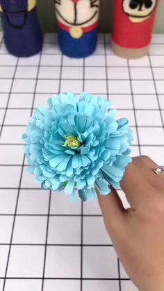 Instruções Origami, Paper Crafts Origami, Cool Paper Crafts, Diy Paper, Diy Crafts Hacks, Diy Crafts For Gifts, Creative Crafts, Diy Projects, Tissue Paper Flowers