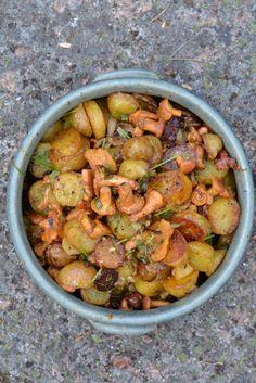 Lämmin kanttarelli-perunasalaatti // Warm Potato & Chantarelle Salad Food & Style Minna Ahvenainen, Keittiössä, kotona, puutarhassa Photo Minna Ahvenainen www.maku.fi