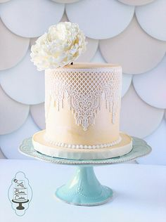 Single tier ivory wedding cake wrapped in white sugar lace and topped with a white sugar peony. www.lizbakescakes.com Houston, Texas