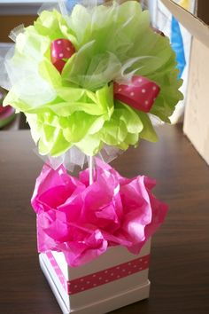 DIY pom, ribbon and tulle topiary would be a super cute xmas dec Tulle Poms, Party Centerpieces, Centerpiece Ideas, Tissue Paper Centerpieces, Centrepieces, Tissue Paper Flowers, Diy Flowers, Flower Pots, Paper Crafts