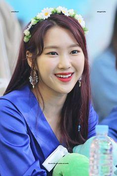 dedicated to female kpop idols. Flower Tea, Flower Crown, Kpop Girl Groups, Kpop Girls, Oh My Girl Jiho, My Baby Girl, K Idols, Female, Celebrities