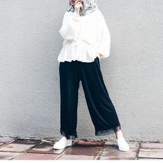 Street Hijab Fashion, Abaya Fashion, Modest Fashion, Fashion Outfits, Casual Hijab Outfit, Hijab Chic, Casual Outfits, Muslim Women Fashion, Donia