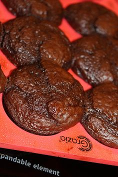 This easy 3 Ingredient Chocolate Weight Watchers Muffins Recipe is a perfect sma. This easy 3 Ingredient Chocolate Weight Watchers Muffins Recipe is a perfect small treat! Satisfy y Weight Watchers Brownies, Weight Watchers Muffins, Weight Watchers Meal Plans, Weight Watchers Breakfast, Ww Recipes, Muffin Recipes, Baking Recipes, Snack Recipes, Bread Recipes