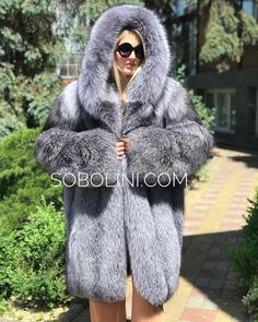 Fur Fashion, Womens Fashion, Fox Fur Coat, Hoods, Sexy Women, Fur Hats, Autumn Scenery, Jackets, Cosy