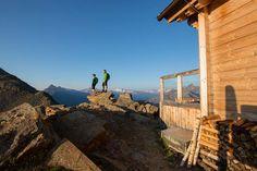 Bergwandelen in de Alpen voor blinden en slechtzienden Berg, Mount Rushmore, Mountains, Nature, Travel, Alps, Naturaleza, Viajes, Destinations