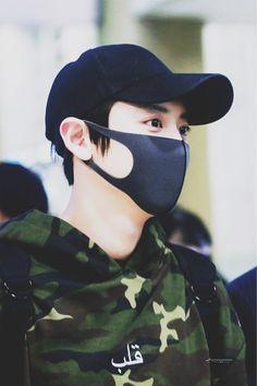 pιnтeresт 『ĸɪмʏʏʙᴇᴇ』 Park Chanyeol Exo, Suho, Airport Style, Airport Fashion, My Prince, Ulzzang, Parks, Boyfriend, Kpop