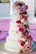Weiße Torte mit Rosen