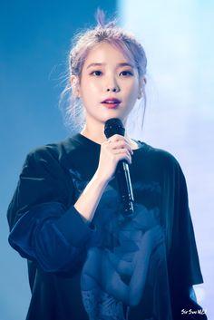 """날 보셨어! on Twitter: """"2019. 11. 02. 2019 아이유 투어 콘서트 〈LOVE, POEM〉-광주 @lily199iu #날보셨어 #아이유 #IU #이지은 #dlwlrma… """" Gwangju, Kpop Outfits, Love Poems, Korean Singer, Mini Albums, Concert, Artist, Beautiful, Women"""