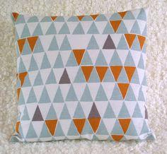 Kissenbezug aus Leinen von ThirtyfiveFlowers via dawanda.com