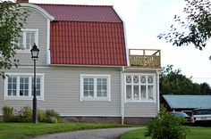 Solhem Cuprinol Trä Grå 4 Siding Colors, Exterior Paint Colors For House, Paint Colors For Home, House Colors, Red Roof House, Outside Paint, Summer House Garden, White Houses, House Painting