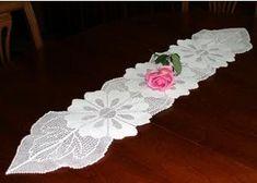 Çiçek desenli dantel runner masa örtüsü modeli