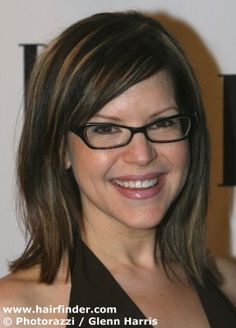 Not sure if I like her glasses or if I just want to look like Lisa Loeb.