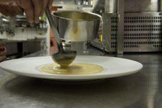 Een kijkje in de keuken van restaurant Ter Mude. Grens Magazine is ontwikkeld door www.uw-media.nl