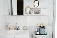 We called upon Homepolish, a company of by-the-hour interior designers who are basically small-space masters, to help us organize our beauty products, among other things. Spring Cleaning Organization, Organization Hacks, Organizing Tools, Small Space Living, Small Spaces, Minimalist Bookshelves, Bohemian Kitchen, Kitchen Containers, Types Of Furniture