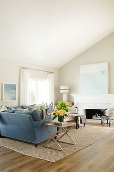 Beach house living room color palette. Neutral paint color with blue and white coastal decor. Benjamin Moore Revere Pewter. #BeachHouse