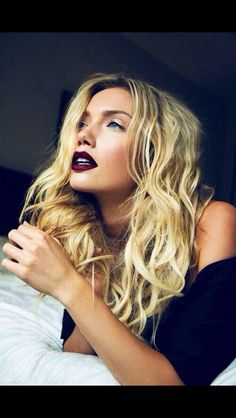OMG, two of our favorites in one photo! Beachy waves plus burgundy lips! We love the juxtaposition of these two hot trends!
