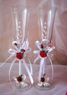 T - Salvabrani Wedding Wine Glasses, Wedding Champagne Flutes, Champagne Glasses, Decorated Wine Glasses, Painted Wine Glasses, Wine Glass Crafts, Wine Bottle Crafts, Deco Ballon, Wine Glass Candle Holder