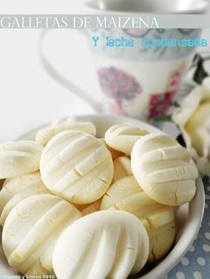 Kanela and lemon biscuits and condensed milk cornstarch - it had just the right amount of sweetness and reallymelt in your mouth texture Lemon Biscuits, Cookie Recipes, Dessert Recipes, Pan Dulce, Tasty, Yummy Food, Croissants, Cookies, Sin Gluten