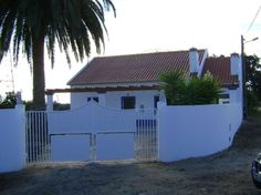 Santiago Do Cacem, Garage Doors, Outdoor Decor, Portugal, Home Decor, Rural House, Homesteads, Saints, Houses