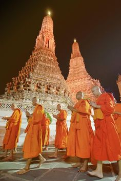 Evening Prayer . Wat Arun . Bangkok