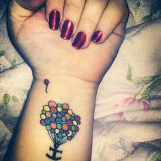 Tatuagem de âncora com balões