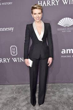 Scarlett Johansson Works an Atelier Versace Lady Tux at the amfAR New York Gala Suit Fashion, Fashion Outfits, Look Street Style, Pantsuits For Women, Red Carpet Dresses, Business Outfits, Mode Style, Scarlett Johansson, Classy Outfits