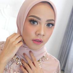 27 Ideas makeup wedding hijab muslim women for 2019 – Hijab Fashion 2020 Hijab Makeup, Bride Makeup, Wedding Makeup, Wedding Hijab, Dark Skin Makeup, Makeup For Brown Eyes, Natural Makeup, Eye Makeup, Hair Makeup