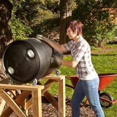 DIY compost bins are easy to make for your homestead, so it should be the last thing you have to worry about. Check out these DIY compost bins ideas and choose one that best fits your homestead. Compost Barrel, Garden Compost, Compost Bin Tumbler, Diy Compost Bin, Composting Bins, Composting Methods, Compost Soil, Composting Toilet, Compost