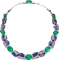 CARTIER. Necklace - platinum, one 42.77-carat carved sapphire from Ceylon, carved sapphires and emeralds, cabochon-cut rubies, calibrated sapphires, onyx, brilliant-cut diamonds. #Cartier #ÉtourdissantCartier #2015 #HauteJoaillerie #HighJewellery #FineJewelry #TuttiFrutti #CarvedStones #Emerald #Ruby #Sapphire #Onyx #Diamond #bijuteriasfortaleza #bijuteriafortaleza #bijuteria #bijuterias